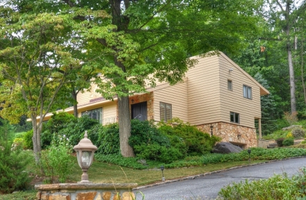 4 Running Brook Road, Denville NJ  07834